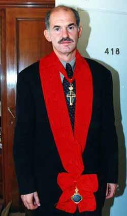 Από την συνάντησιν του ΥΠΕΞ κ. Γ. Α. Π. με τον Πατριάρχην Ιεροσολύμων Διόδωρον Αθήναι, 30 Σεπτεμβρίου 1999. [Από τον κόμβον ΓΑΠ-Πηγή Αφοι Αναγνωστόπουλοι). Ο ευλαβ�στατος ΥΠΕΞ, σοσιαλιστής-νεωτεριστής, στήριξε με κονδύλια τους πτωχούς πατριάρχας και �κλεινε οφθαλμούς και ώτα εις τας φοβεράς καταγγελίας (συκοφαντίας) κατά της Αγίας Αδελφότητος. Ημοίφθη με παράσημον και τελεί εν αναμονή πρωθυπουργός δια να μας σώσει από το σκάνδαλον Βατοπεδίου.