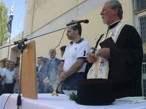 ΓΑΠ (υποψήφιος πρωθυπουργός) στον αγιασμό 5ου Δημ. Χαλανδρίου, Σεπτ�μβρης 2005. Αυτό θα πει διακριτοί ρόλοι Κράτους-Εκκλησίας. Ο παπάς της ενορίας χοροστατεί και ο πολιτικός ηγ�της παρακολουθεί με σταυρωμ�να χεράκια.