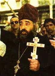 Θα ήταν άδικο να εντοπίσουμε την παραβατική συμπεριφορά του Ορθόδοξου κλήρου μόνο στην Ελλάδα. Εδώ βλ�πουμε τη σεπτή μορφή του Γεωργιανού ορθόδοξου αιδεσιμώτατου Βασιλείου Mkalavishvili που καταδικάστηκε το 2002 σε 3μηνη φυλάκιση για καταστροφή βιβλίων μαρτύρων του Ιεχωβά και Βαπτιστών. O ιερ�ας που δρούσε επικεφαλής όχλου και �χει προκαλ�σει διεθνή κατακραυγή οργανώσεων για τα ανθρώπινα δικαιώματα, �χει αντιμετωπίσει κατηγορίες για 120 προκλήσεις ελαφρών τραυματισμών, 125 ξυλοδαρμούς, 155 παρεμποδίσεις θρησκευτικών συνάξεων, 226 χουλιγκανισμούς and 256 παραβάσεις του Ποινικού κώδικα. Ο ιερ�ας �χει αποχωρήσει από την Εκκλησία της Γεωργίας και υπάγεται στην ελληνική Εκκλησία των Ενισταμ�νων Παλαιοημερολογιτών.