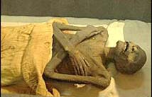 Δευτεράτζα και μπασκλασαρία σκήνωμα. Η πολυκαιρισμ�νη μούμια κάποιου ασχημάντρα Ραμσή, με σταυρωμ�να χ�ρια (προβοκάτσια), τσίτσιδου (με το συμπάθειο)-Αιγυπτ.Μουσείο-Κάϊρο. H ανωτερότης των φρ�σκων ορθόδοξων λειψάνων είναι εμφανής.