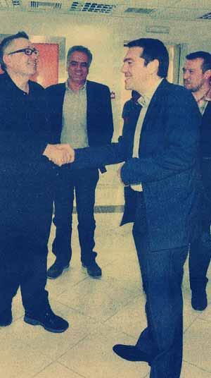 Έρανος ενοριτών της πλατείας Κουμουνδούρου στα πλαίσια της συνεργασίας ΣΥΡΙΖΑ-Εκκλησίας. Ο κ.Θ.Αναστασιάδης δίδει τον οβολόν του.