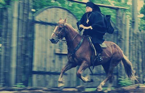 Ο εξομολόγος της ρωσικής ομάδας Άρσης Βαρών, με ντοπαρισμένο άλογο στους ολυμπιακούς αγώνες του 1004 μ.Χ.