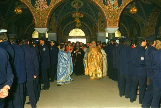 1989-Ο ιερός Δημήτριος προσπαθεί να εγκατασταθεί με τη βοήθεια της Αστυνομίας στη Μητρόπολη Λάρισας. Το Συμβούλιο της Επικρατείας ακύρωσε την εκλογή του και για χάρη του το 1991 ιδρύθηκε (και την πληρώνουμε από τότε) η προσωπική Μητρόπολη Αξιουπόλεως, για να έχει κάποια απασχόληση. Υπάρχουν λεφτά.
