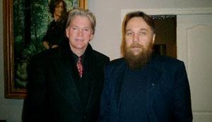Με τον Αμερικανό αντισημίτη και συνωμοσιολόγο αρνητή του Ολοκαυτώματος, πρώην αρχηγό της Κου Κλουξ Κλαν David Duke (φωτ. 'Interpreter  magazine', περιοδικό των Μεθοδιστών των ΗΠΑ).