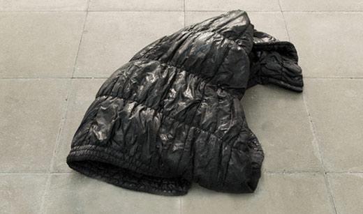 ©Adriano Amaral 2015: ανθρακίτης-κάρβουνο και ρετσίνι -Galleria Múrias Centeno, Lisboa