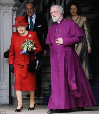 O κ.Τσίπρας ενώ προσέρχεται στην Αρχιεπισκοπή.