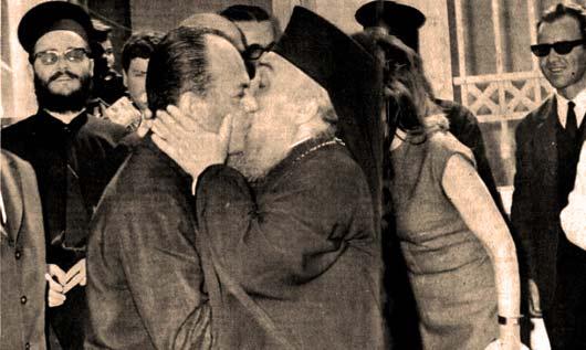 Zεύγος ομοφυλόφιλων, μετά την υπογραφή του συμφώνου συμβίωσης