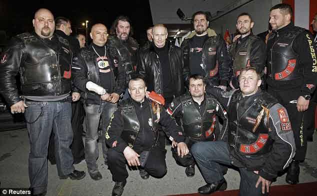 Βελιγράδι: Aπόστολοι της σλάβικης Ορθόδοξης εθνικιστικής καλοσύνης, λίγο πριν την παρακολούθηση ποδοσφαιρικού αγώνα από την ίδια εξέδρα (Daily Mail, 24 March 2011)