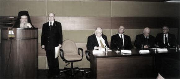 Ο Σεβ. Εκπρόσωπος τον Παναγιωτάτου Οικουμενικού Πατριάρχου κ.κ. Βαρθολομαίου, Μητροπολίτης Λέρου, Καλύμνου και Αστυπάλαιας κ. Νεκτάριος απευθύνει τον Πατριαρχικόν χαιρετισμόν, …. Εις το Προεδρείον, ο Εντιμολ. Γενικός Γραμματεύς ….Άρχων Μ. Δικαιοφύλαξ, ο Οικοδεσπότης Άρχων Εξαρχος Καπετάν Παναγιώτης Τσάκος, ο Εντιμολ. Πρεσβυγενής Άρχων Μ. Ιερομνήμων ……. και ο ομιλητής Εντιμολ. Άρχων κ. Νικόλαος Σακελλαρίου Σύμβουλος Επικρατείας. Προσωπικώς να προσθέσω πως ο ιερός Νεκτάριος καταγγέλθηκε για παιδεραστίες και εν γένει σεξουαλικάς παρενοχλήσεις φαντάρων κλπ, παραιτήθηκε, του δόθηκε άλλος δεσποτικός τίτλος για να μην θυμίζει την υπόθεση που κουκουλώθηκε δικαστικώς, πολιτικώς και εκκλησιαστικώς με τη σιωπηρή συναίνεση της Αριστεράς (έφταιγε η Μέρκελ-Πρώτο Θέμα» 10 Απριλίου 2005-24. Απρ. 2007)