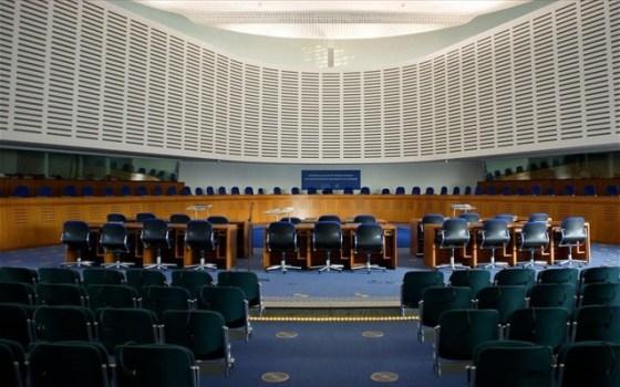 Οι επτά δικαστές έκριναν ότι η θρησκευτική ελευθερία, στη συγκεκριμένη περίπτωση, στερεί το δικαίωμα της «κοινωνικής ενσωμάτωσης».