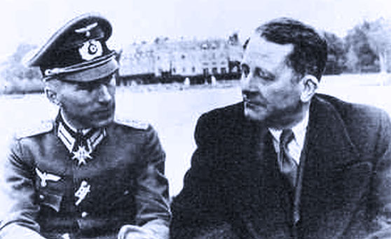 O Carl Schmitt (δεξιά) με τον Ernst Junger στο κατεχόμενο Παρίσι, 1943